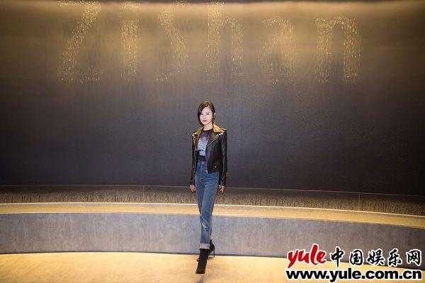 杨子姗亮相上海活动赖猫的狮子倒影热拍中